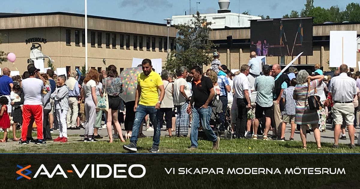 Studentutspring i Katrineholm på storbildsskärm